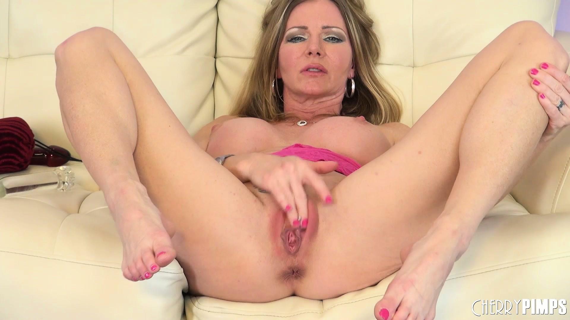 enjoy free hd porn videos - amber michaels has got her legs wide