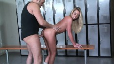 Dazzling blonde with splendid boobs and ass Brynn Tyler gets creampied