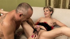 Kinky guy drives Gyna's hairy cunt to orgasm with the help of sex toys