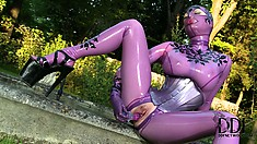 She sucks on a dildo and shoves it in her wet hole in the backyard