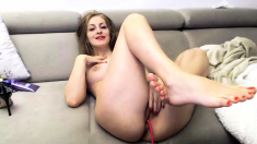 Insatiable milf toys her horny pussy in solo