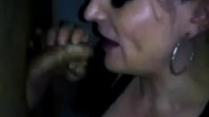 Hot Svenska Milf Suger Trevlig Kuk I Gloryhole